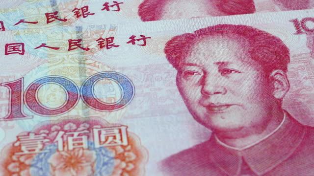 vídeos de stock e filmes b-roll de close up of a rotating 100 chinese yuan banknote, 4k resolution. - placa de barragem