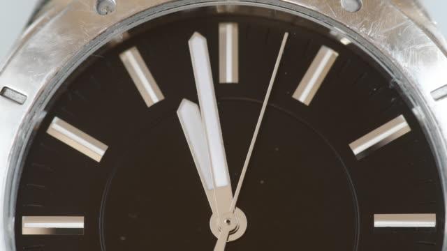 close up of a working wristwatch: time concept - 腕時計点の映像素材/bロール