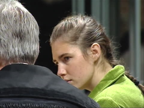 close up of amanda knox in court. this from the trial of amanda knox, the american college student convicted in december of 2009 of the murder and... - crime or recreational drug or prison or legal trial点の映像素材/bロール