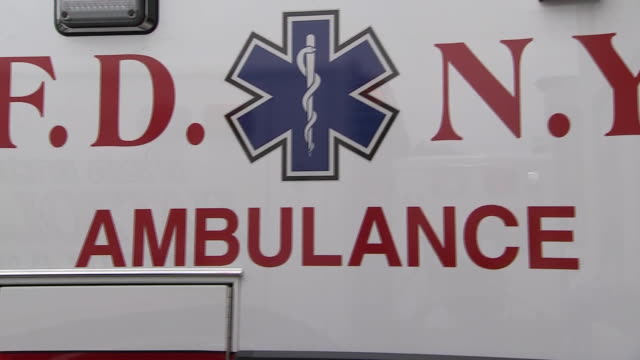 vídeos y material grabado en eventos de stock de close up of an fdny ambulance. - healthcare and medicine or illness or food and drink or fitness or exercise or wellbeing