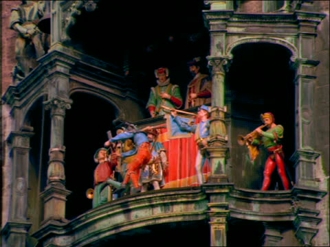 close up of animated figures in rathaus clock tower / munich - rathaus点の映像素材/bロール
