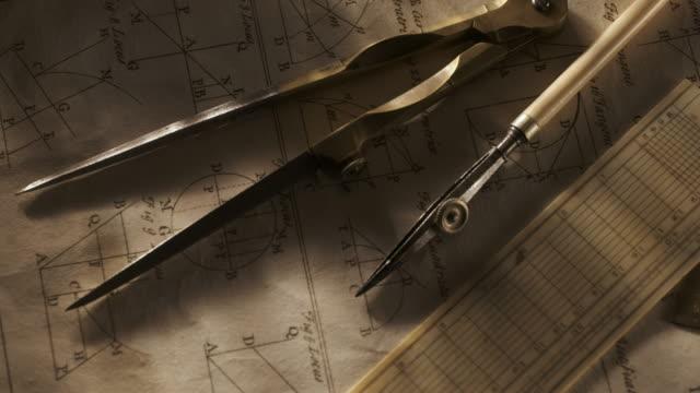 close up of antique drafting tools - fünf gegenstände stock-videos und b-roll-filmmaterial