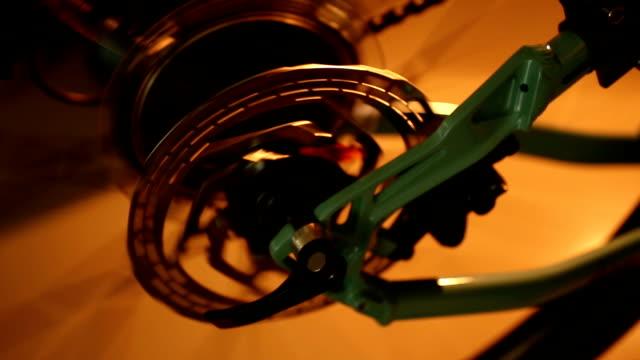 nahaufnahme von kettenwechsler system - speichen stock-videos und b-roll-filmmaterial