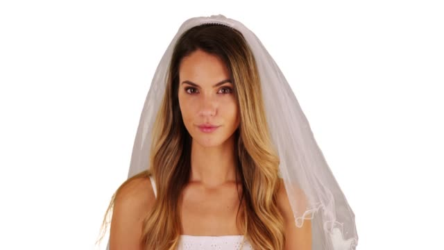 stockvideo's en b-roll-footage met close up of bride in white dress and veil standing in studio with copy space - witte jurk
