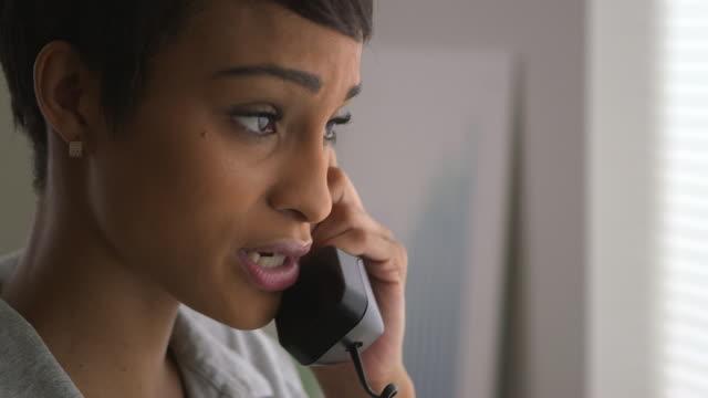 stockvideo's en b-roll-footage met close up of business woman using telephone - telefoonhoorn