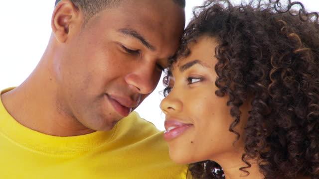 vídeos de stock, filmes e b-roll de close up of couple kissing - encarando