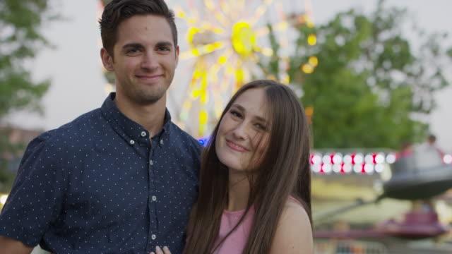 vídeos de stock, filmes e b-roll de close up of couple posing at amusement park / pleasant grove, utah, united states - sem manga