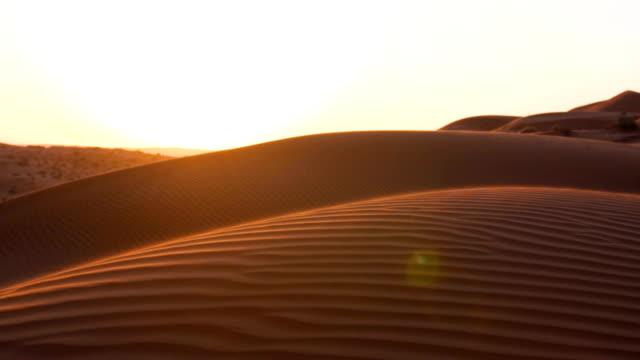 vídeos de stock, filmes e b-roll de perto do deserto, pôr do sol - deserto