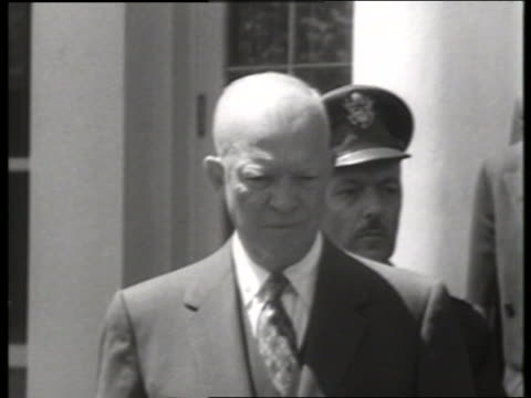 stockvideo's en b-roll-footage met close up of dwight eisenhower / no sound - alleen één oudere man
