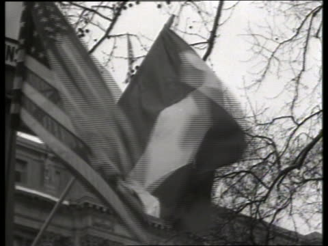 stockvideo's en b-roll-footage met close up of french and american flags waving in wind / 1940's / no sound - alle vlaggen van europa
