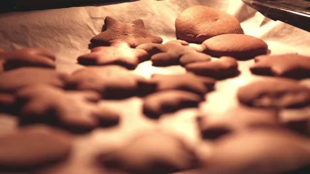 close up of gingerbreads in the oven, baking - baking tray stock videos & royalty-free footage