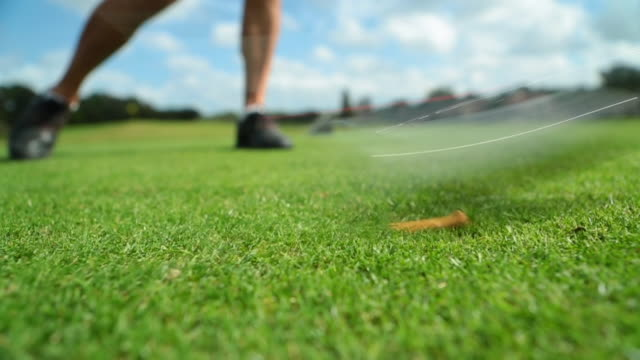 vidéos et rushes de close up of golfer teeing off - tee de golf
