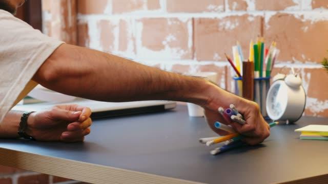 vídeos de stock e filmes b-roll de close up of hand man organized stationary on home office desk - lâmpada elétrica