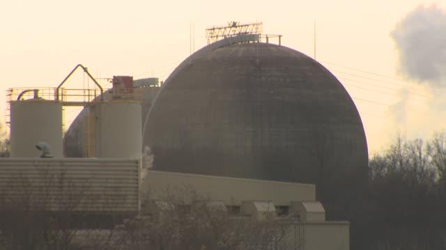 vídeos y material grabado en eventos de stock de close up of indian point power plant in buchanan, ny - nuclear energy
