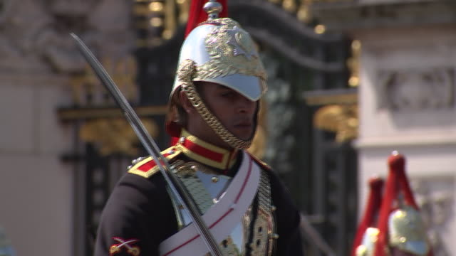 close up of individual soldiers in front of buckingham palace. the 2018 trooping the colour, where regiments of the british and commonwealth armies... - (war or terrorism or election or government or illness or news event or speech or politics or politician or conflict or military or extreme weather or business or economy) and not usa stock videos & royalty-free footage