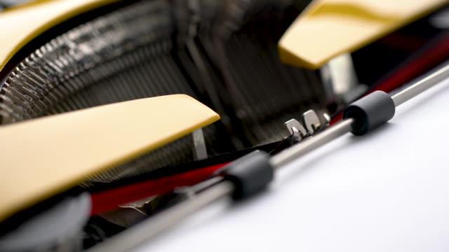 4k primo ufficiale della lettera in macchina da scrivere in stile retrò & vintage in studio - archivista video stock e b–roll