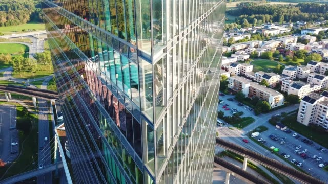 close up of modern glass and steel building - edificio adibito a uffici video stock e b–roll