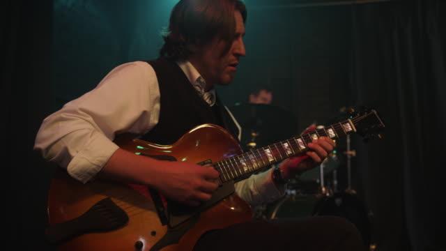 vidéos et rushes de close up of musician playing guitar / provo, utah, united states,  - un seul homme d'âge moyen