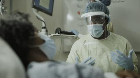 close up of nurse wearing protective equipment talking to infectious patient / salt lake city, utah, united states - afroamerikanskt ursprung bildbanksvideor och videomaterial från bakom kulisserna