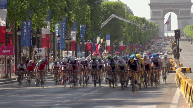 close up of peloton and arc de triomphe on champs elysees on stage 20 of 2012 tour de france - avenue des champs elysees stock videos & royalty-free footage