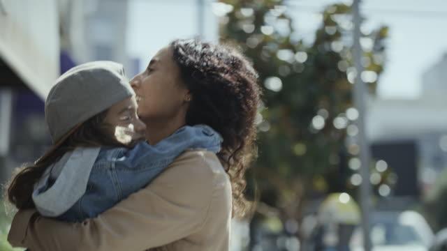 vídeos y material grabado en eventos de stock de close up of playful mother holding daughter and jumping in city / san francisco, california, united states - brazos estirados