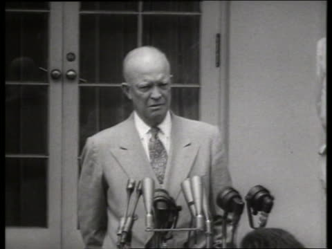 vídeos y material grabado en eventos de stock de close up of president dwight eisenhower making speech / 1950's / sound - only mature men
