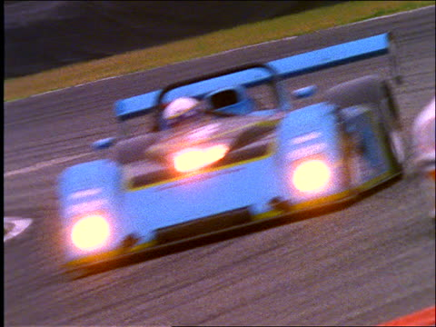 vídeos de stock e filmes b-roll de close up of race cars rounding curve on track / daytona international speedway (not nascar) - cinematografia