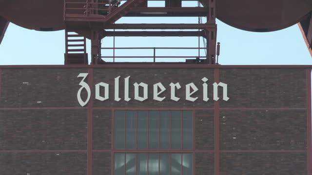 "close up of sign ""zollverein"" - kohlengrube stock-videos und b-roll-filmmaterial"