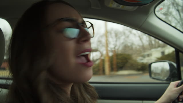 vídeos y material grabado en eventos de stock de close up of smiling woman singing and enjoying music while driving car / cedar hills, utah, united states - differential focus
