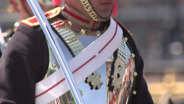 close up of soldier holding horses reigns with white, military gloves on. the 2018 trooping the colour, where regiments of the british and... - (war or terrorism or election or government or illness or news event or speech or politics or politician or conflict or military or extreme weather or business or economy) and not usa stock videos & royalty-free footage