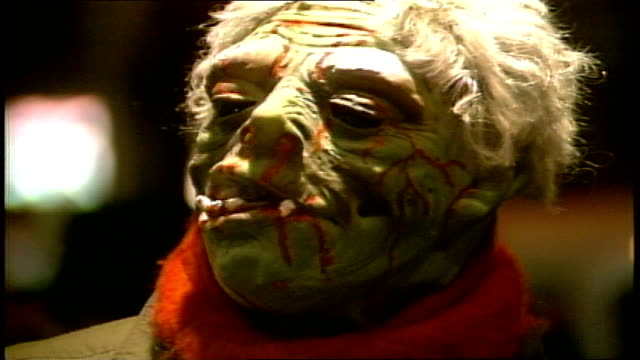 close up of someone in bloody halloween mask - 1985年点の映像素材/bロール