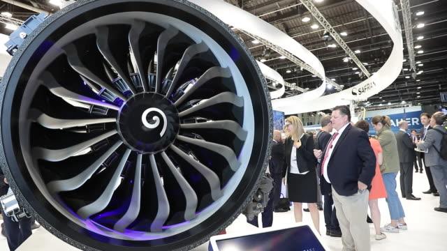 vidéos et rushes de close up of spinning turbine at paris airshow, paris, île-de-france, france, on tuesday, june 18, 2019. - aéronautique