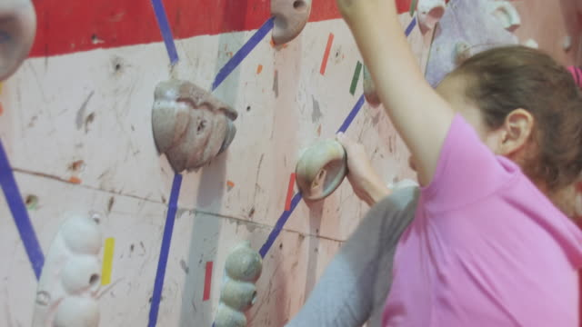 close up of teenager free climbing a wall very skillfully - free climbing stock videos & royalty-free footage