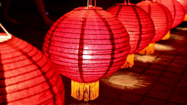 stockvideo's en b-roll-footage met close up van thaise lantaarns in lantaarns festival, chiang mai, thailand - elektrische lamp