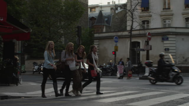 vídeos y material grabado en eventos de stock de close up of tourists walking on city street with map / paris, france - paso de cebra