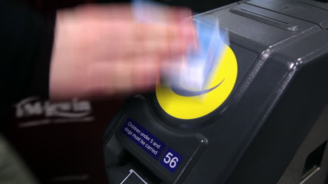 cu close up of travel card reader at stratford station / london, england, united kingdom - 自動改札機点の映像素材/bロール
