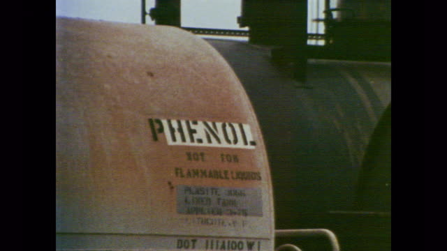 vidéos et rushes de 1978 close up of various tanks containing chemicals including chlorine, toluene diisocyanate, aromatic hydrocarbons, styrene and phenol, as voiceover explains sensors to measure workplace pollution levels - matière chimique