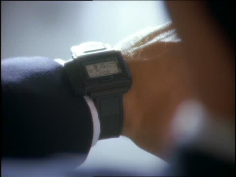 vidéos et rushes de close up of watch on businessman's wrist - montre