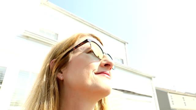 close up of woman enjoying beautiful weather - 45 49 anni video stock e b–roll