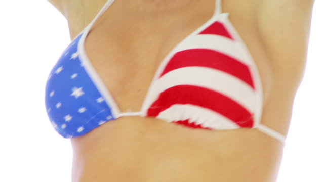 close up of woman in patriotic bikini - busen nahaufnahme stock-videos und b-roll-filmmaterial