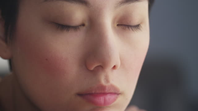 close up of woman resting - 茶色点の映像素材/bロール