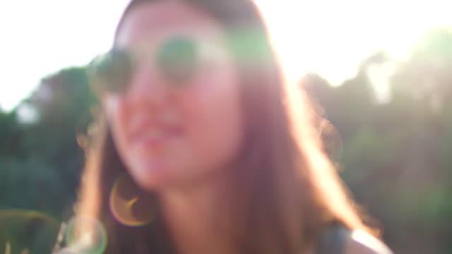 close up of woman smiling in the sun - grigliare video stock e b–roll