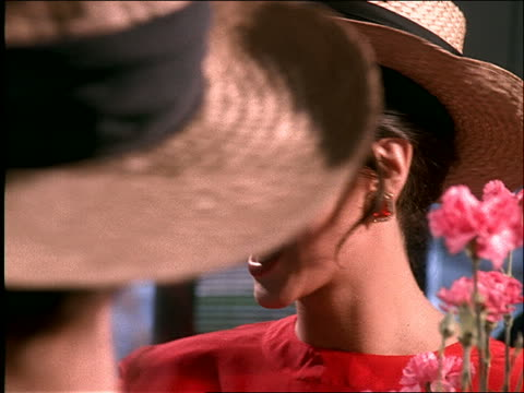 stockvideo's en b-roll-footage met close up of woman trying on hat in mirror - strohoed
