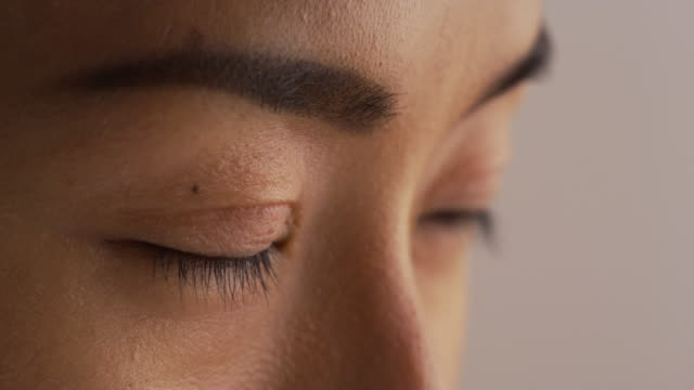 close up of woman's face - braune augen stock-videos und b-roll-filmmaterial