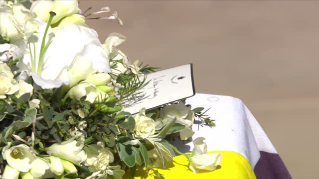 """close up of wreath on top of coffin of prince philip, duke of edinburgh, from the queen with handwritten card saying """"in loving memory"""" - decoration stock videos & royalty-free footage"""