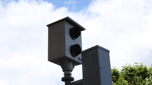 vidéos et rushes de a close up on a speed camera in geneva in the city center - radar