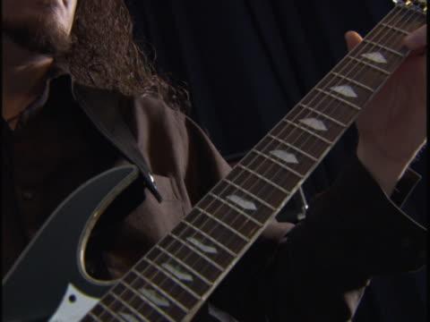 vídeos y material grabado en eventos de stock de close up on an electirc guitar as a young man plays wildly - guitarra