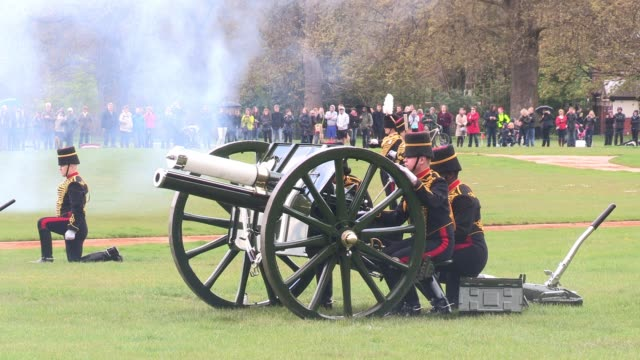 close up on canon six emphasising 'battlefield smoke' as the king's troop royal horse artillery mark the queen's 86th birthday queen elizabeth ii... - royal horse artillery stock videos and b-roll footage