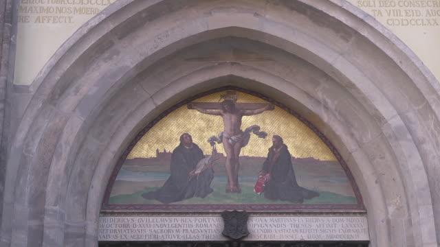 "vidéos et rushes de close up painting at ""door of theses"" - protestantisme"