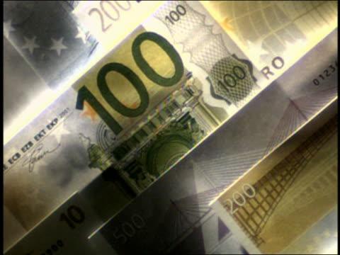 vidéos et rushes de close up pan different denominations of euro bills - monnaie